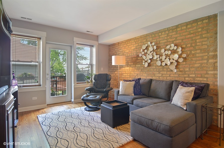 Roscoe Village - 1926 West Roscoe Street Unit 2S, Chicago, IL 60657 - Living Room