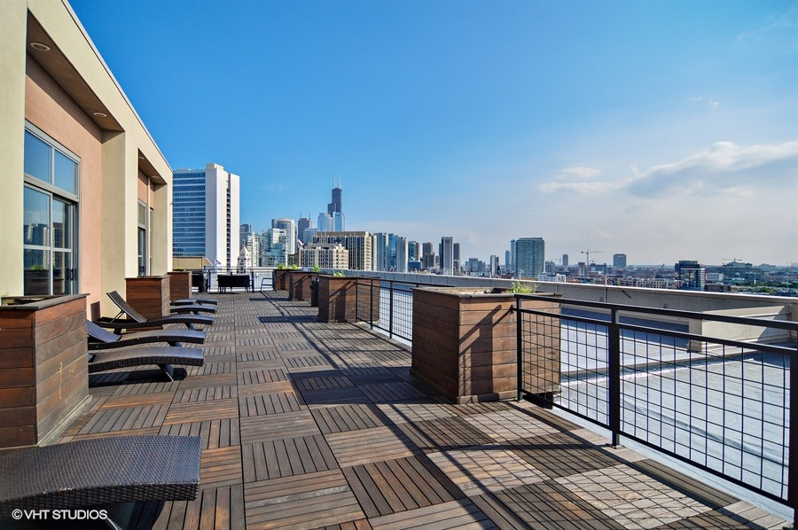River North - 900 North Kingsbury Street Unit 1025, Chicago, IL 60610 - Roof Deck