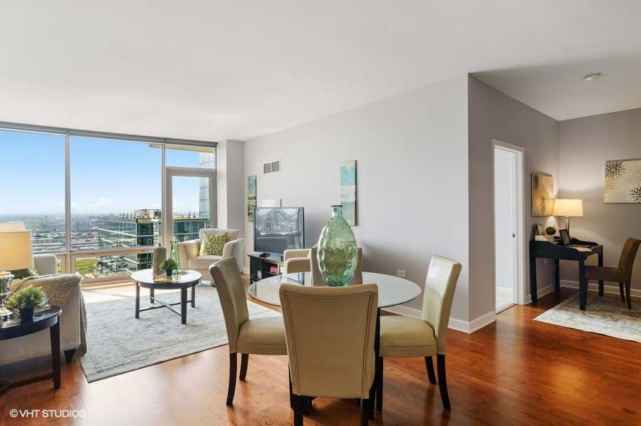 South Loop - 100 East 14th Street Unit 2809, Chicago, IL 60605 - Living Room & Dining Room