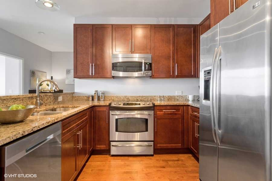 South Loop - 100 East 14th Street Unit 2809, Chicago, IL 60605 - Kitchen