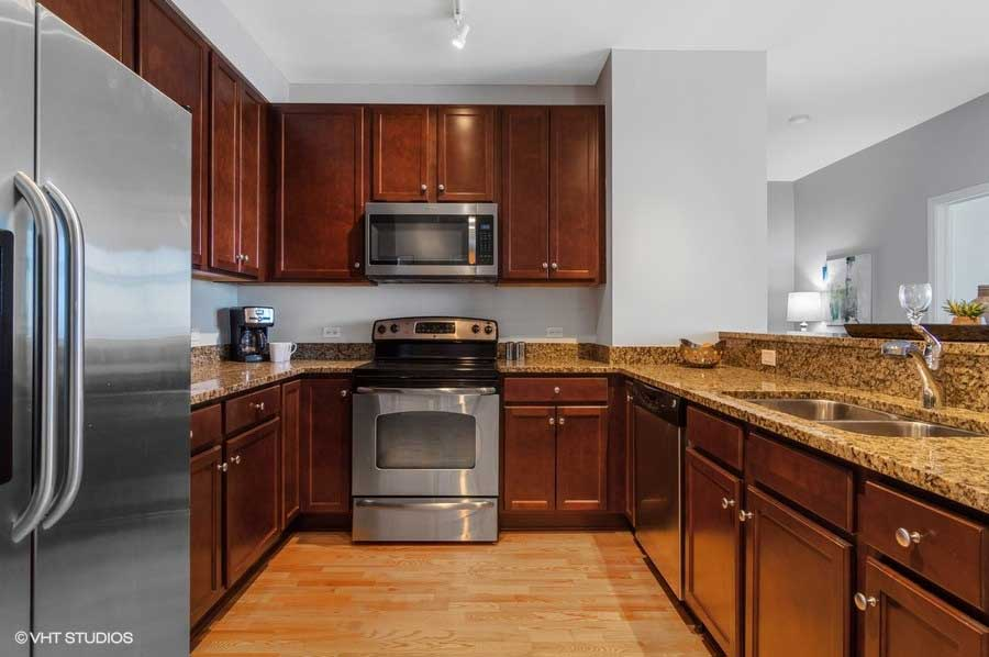 South Loop - 100 East 14th Street Unit 2902, Chicago, IL 60605 - Kitchen