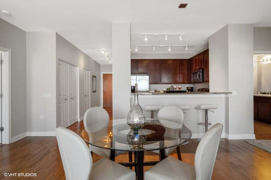 South Loop - 100 East 14th Street Unit 2902, Chicago, IL 60605 - Dining Room & Kitchen