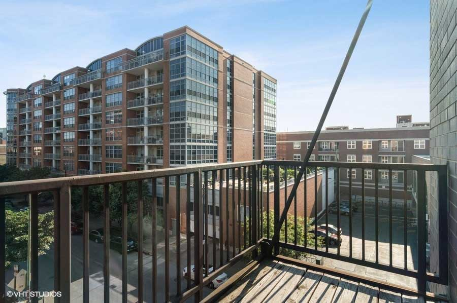 West Loop - 1169 West Madison Street Unit 4W, Chicago, IL 60607 - Balcony